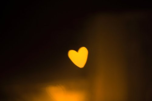 single_heart_bokeh_by_Alamic05